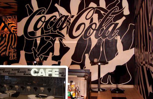 pr Coca-Cola cc-blackwhite